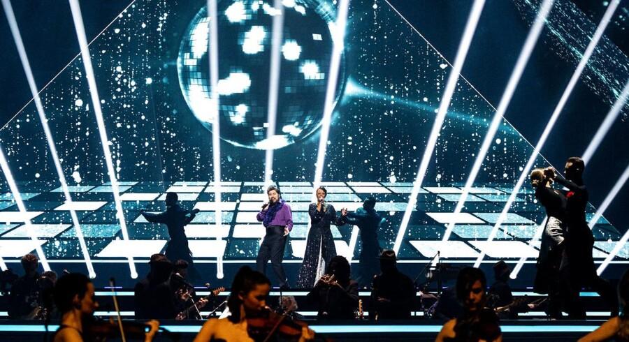 Royal Arena i København – her med Rasmus Bjerg og Hella Joof på scenen i Dansk Melodi Grand Prix 2020 – vil skulle lejes i fire dage i træk, hvis der skal være plads til alle dem, som har sagt TV-abonnementet op hos TDC siden 1. januar.