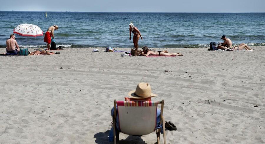 Mange danskere vil tilbringe sommerferien herhjemme. Derfor har flere teleselskaber valgt at skrue op for datamængden i mobilabonnementerne.