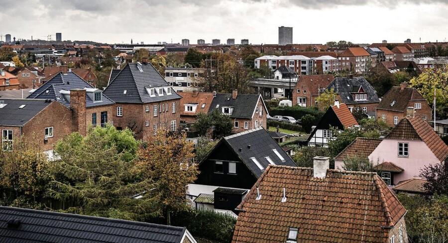Nu nærmer de nye ejendomsvurderinger sig. De følges dog først i 2024 af nye boligskatter.