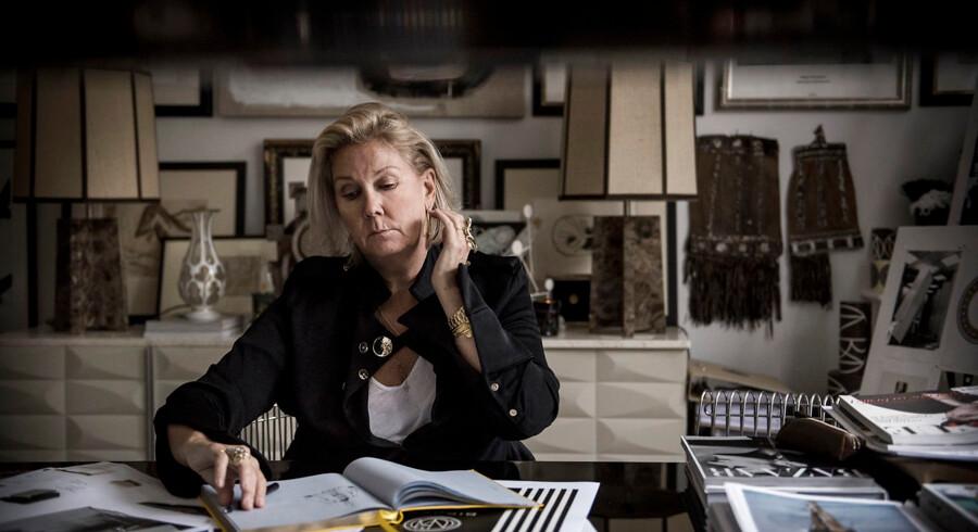 »Hernede har jeg ikke kunnet gå uden for min havelåge. Kun når jeg skulle i supermarkedet en gang om ugen, hvilket så blev en nærmest eksotisk oplevelse, når man så bort fra masken og plastikhandskerne,« fortæller modedesigner Malene Birger, der er bosat ved Comosøen tæt på Bergamo.