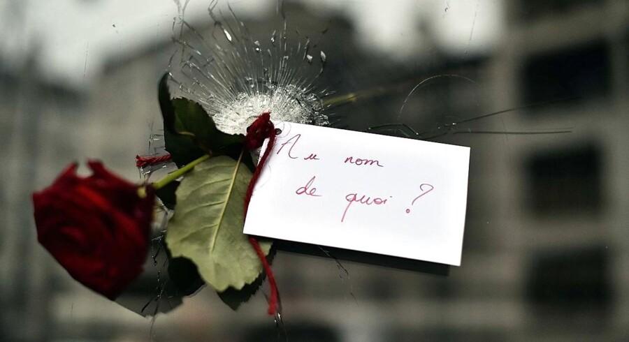 Efter terrorangrebet i Paris 13. november var der skudhuller ved flere cafeer, og ved en japansk restaurant på Rue de Charonne valgte en person at efterlade en rose med noten »I hvilket navn?«.