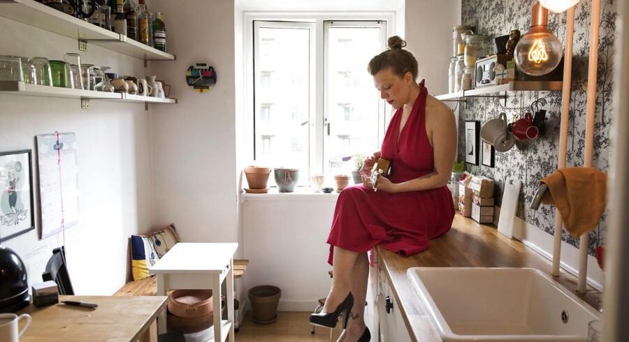 UkuleleHanne aka Hanne Katrine Rasmussen er aktuel med en EP, hvor hun fortolker nogle af de mest sexistiske danske hiphop-numre som »Du ka' ik' køre bil kælling« og »Sut den op fra slap«.