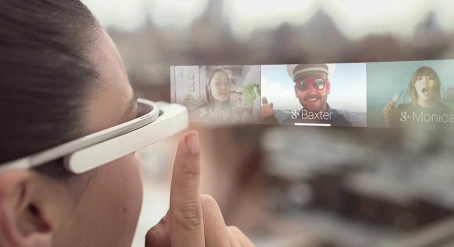 Via det aflange touchpad på brillens højre side kan man navigere sig rundt i brugerfladen. Foto: Google