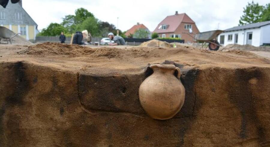 I sommeren 2015 fandt en arkæologistuderende, der var på udgravning i Ribe, en perfekt udført og helt intakt vinkande, der antageligt er fremstillet i Nordfrankrig i 700-tallet.
