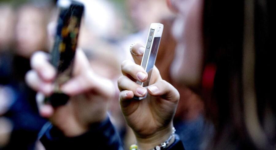 »Et af mine oftest brugte eksempler er sociale medier. De har flyttet magtens tyngdepunkt i mange demokratier ved at skabe ekkokamre, hvor borgerne udelukkende bliver bekræftet i deres egne holdninger.« skriver Sten Løck