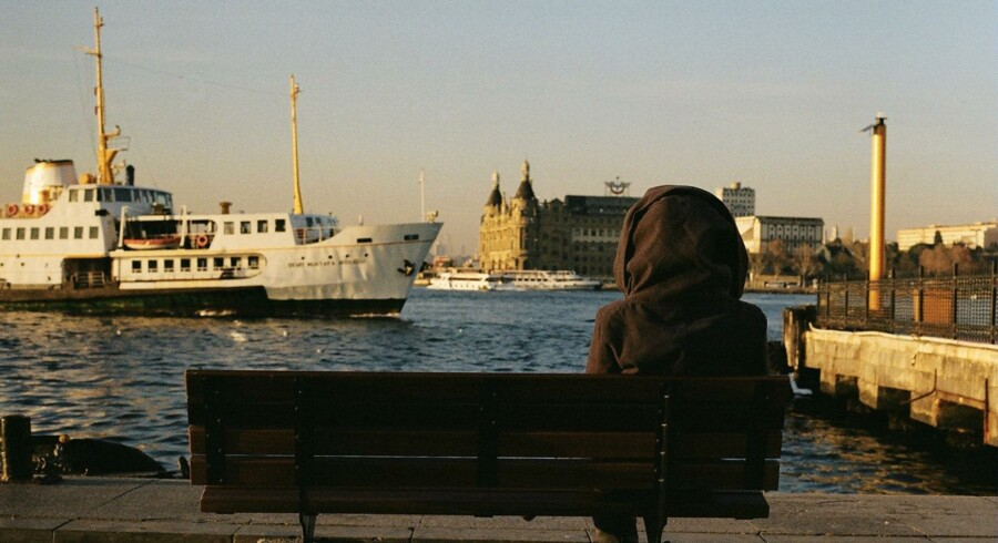 Vandet har en helt speciel placering i fortællingen om Istanbul, og man må da heller ikke som turist snyde sig selv for, at tage en tur med en af de mange færger, der sejler på kryds og tværs af Bosporus-strædet. Foto: Erdinc Tuncbilek.