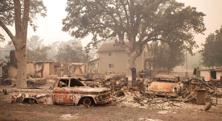 Naturbranden Valley Fire hærger et område nær statshovedstaden Sacramento i Californien. Mere end 20.000 hektar land er ødelagt.