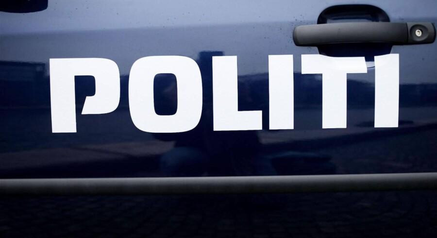Både hundeførere fra politiet og teknikere har været involveret i sagen om en 37-årig mand, der blev fundet på en mark ved Håstrup mellem Kolding og Børkop. Free/Politi.dk