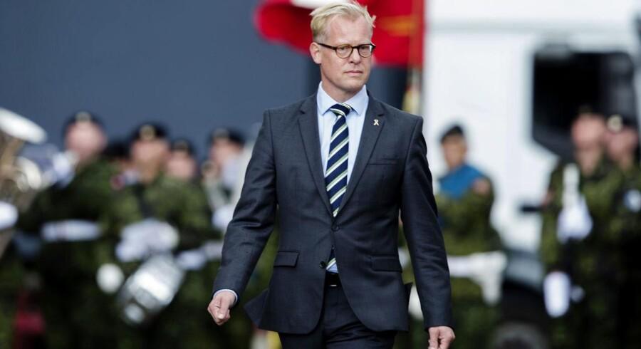 Forsvarsminister Carl Holst (V) under flagdagen for de danskesoldater.