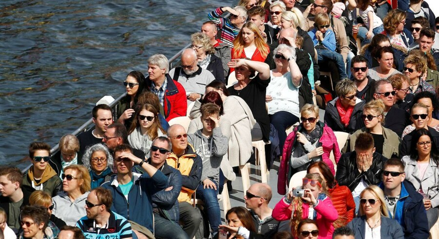 Turister på kanalrundfart i Berlin. Med et nyt koncept vil Berlins bystyre afhjælpe generne i forbindelse med voksende masseturisme til den tyske hovedstad.