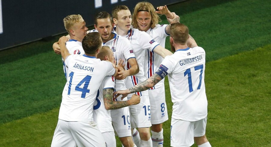 Islændingene jubler efter Birkir Bjarnasons udligning.