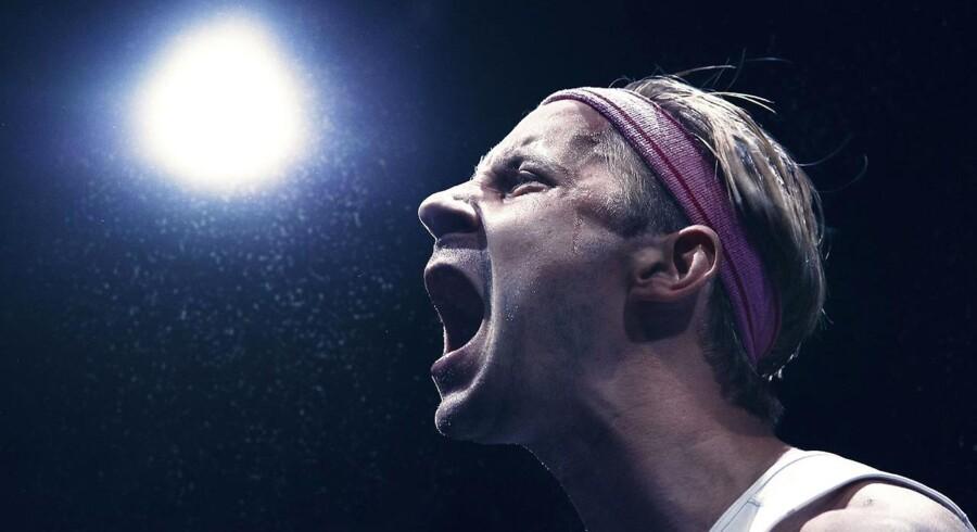 """Sorgens ansigt: Anders Juul yder en formidabel kraftpræstation - fysisk og psykisk - i """"Jeg løber"""" på Det Kongelige Teater: Foto: Camilla Winther."""