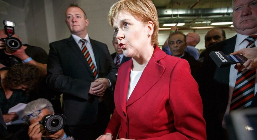 Det Skotske Nationalistparti (SNP) er klar til at samarbejde med andre partier for at holde De Konservative fra regeringsmagten i Storbritannien, siger Skotlands førsteminister og leder af SNP, Nicola Sturgeon. Scanpix/Andy Buchanan