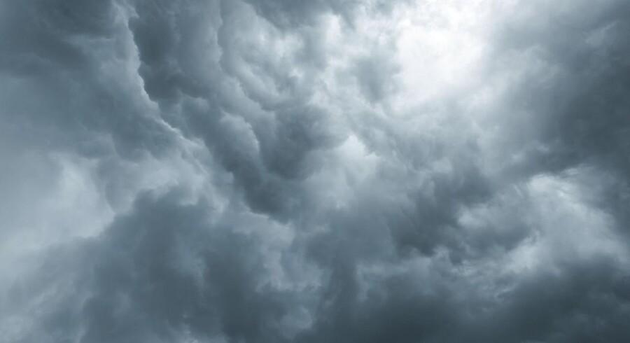 Arkivfoto. Uvejr i det nordlige Tyskland påvirkede fly og tog. Stormen væltede træer og kostede menneskeliv.