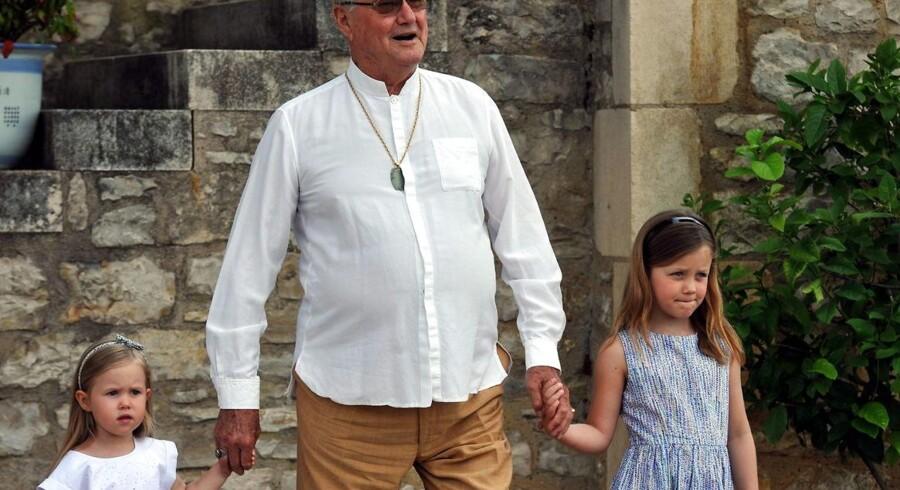 Prins Henrik med prinsesse Josephine og prinsesse Isabella på Chateau de Cayx i 2014.
