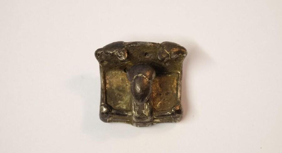 Efter mange timer med metaldetektoren har en amatørarkæolog fundet en amulet med mulig forbindelse til Odin.
