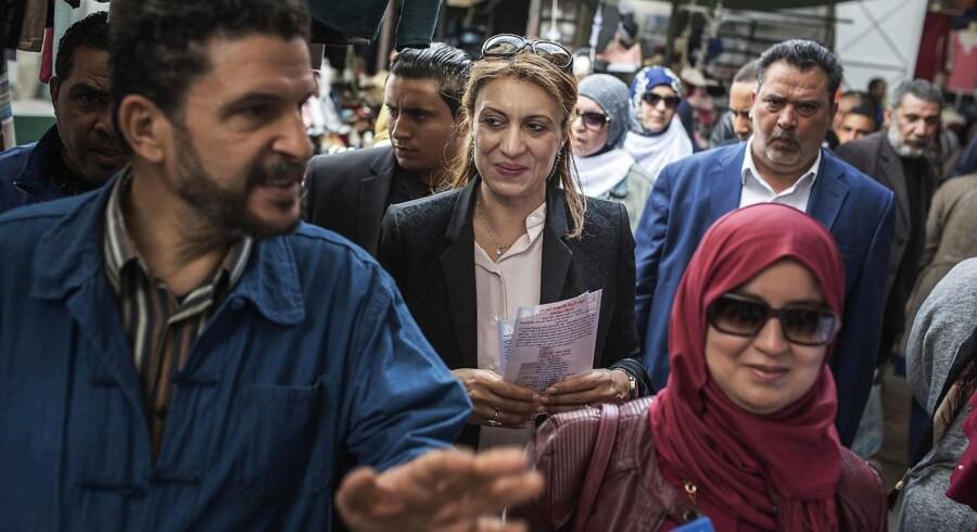 Det engang islamiske Ennahda præsenterer i dag sig selv som et moderne parti bestående af muslimske demokrater. Suad Abderrahim (i midten) er spidskandidat for partiet i Tunis.