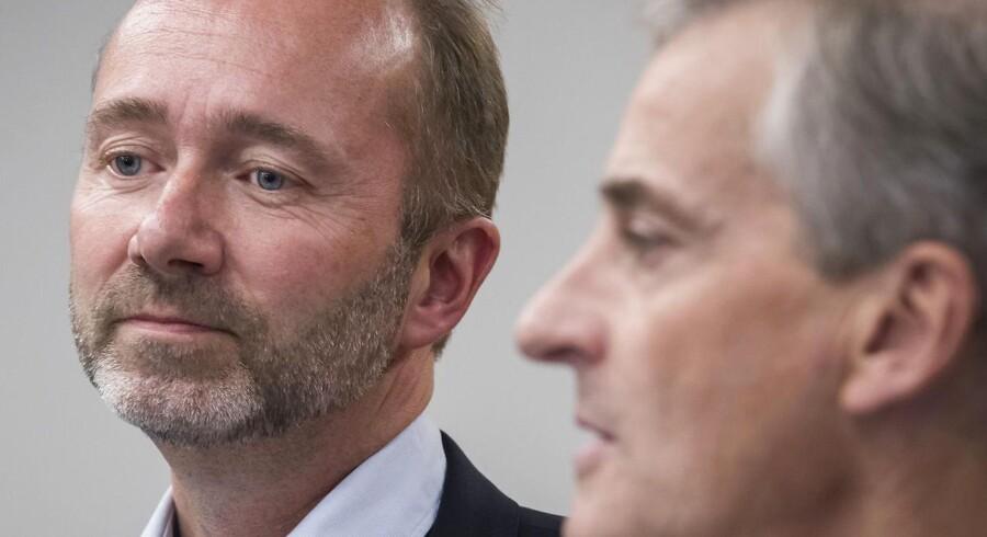 Arbeiderpartiets næstformand Trond Giske (til venstre) sammen med partiformand Jonas Gahr Støre, da Giske tirsdag annoncerede, at han var »fritaget« fra sin post på ubestemt tid.
