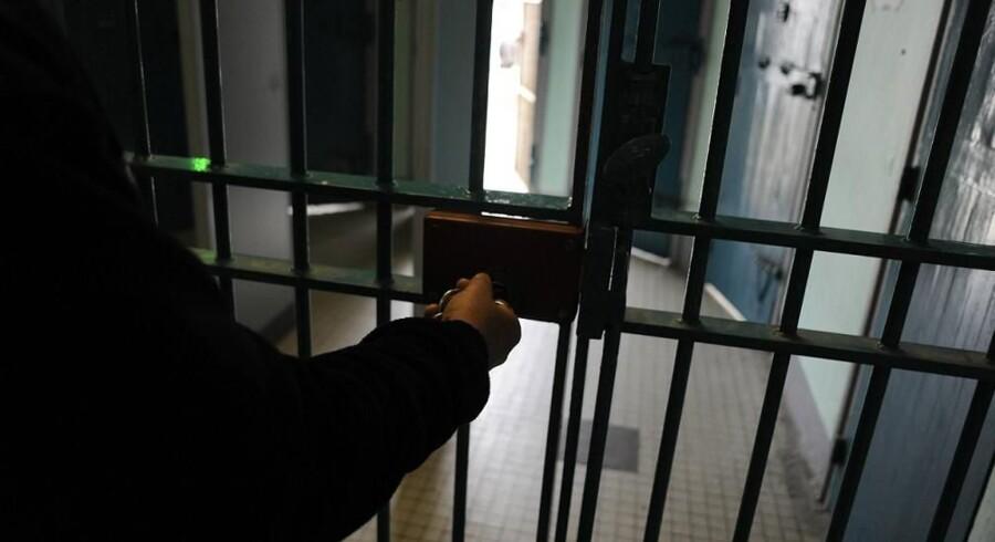 En ansat i fængslet i Vridsløse blev overfaldet, da han skulle hente sit barn i en institution, hævder anklagemyndigheden (arkivfoto). Free/Colourbox