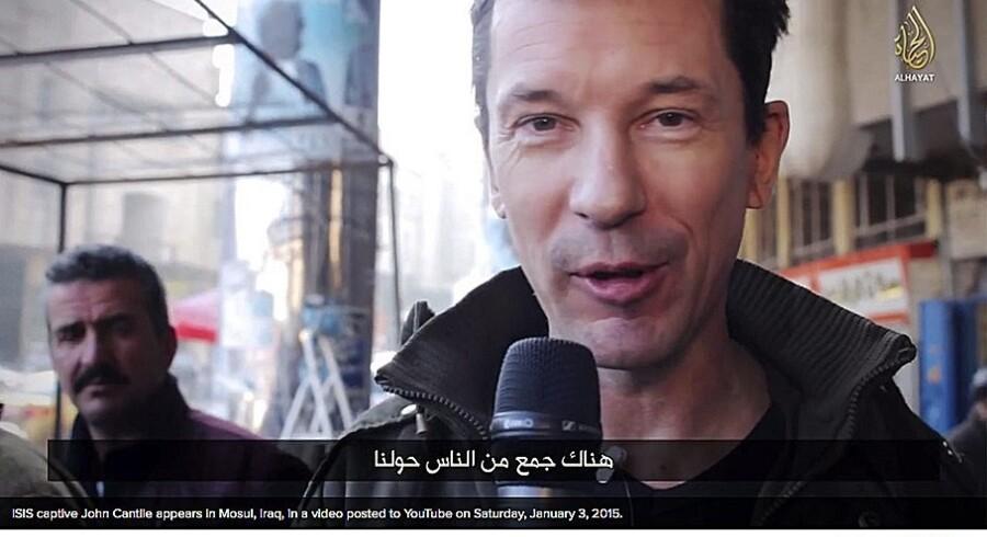 Den britiske journalist John Cantlie, der er fange hos Islamisk Stat, har optrådt i flere af terrororganisationens propagandavideoer. Senest 3. januar, hvor han rapporterer fra Mosul i Irak. Videograb fra video udsendt af IS-stationen Al-Hayat Media.