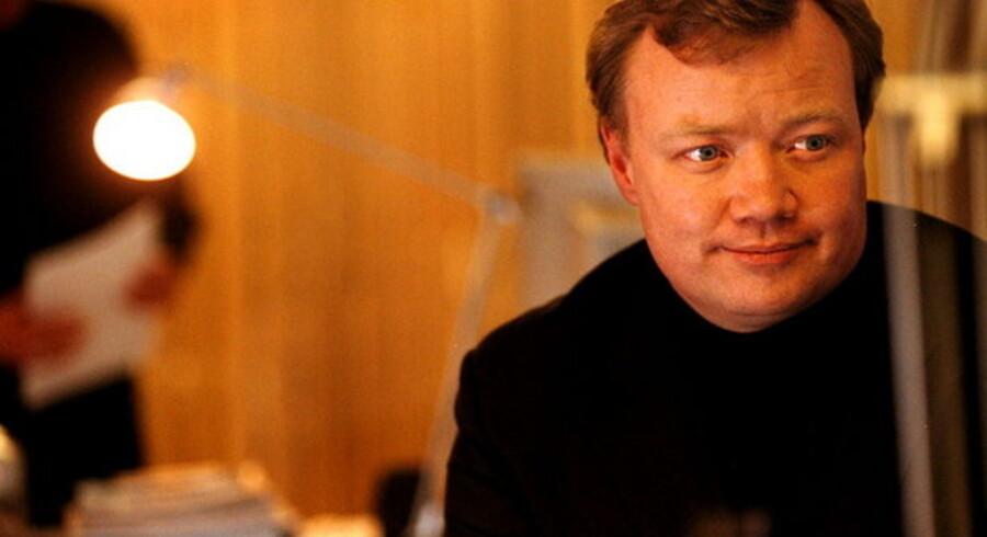 Teleanalytiker John Strand er harm over Helge Sanders påstande