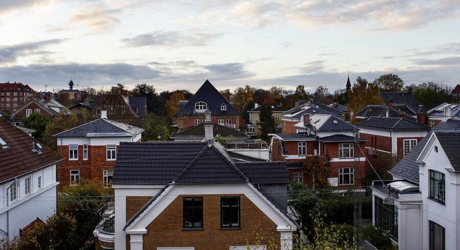 Regeringen får kritik for endnu ikke at have fremlagt et bud på et nyt system for ejendomsvurderinger.