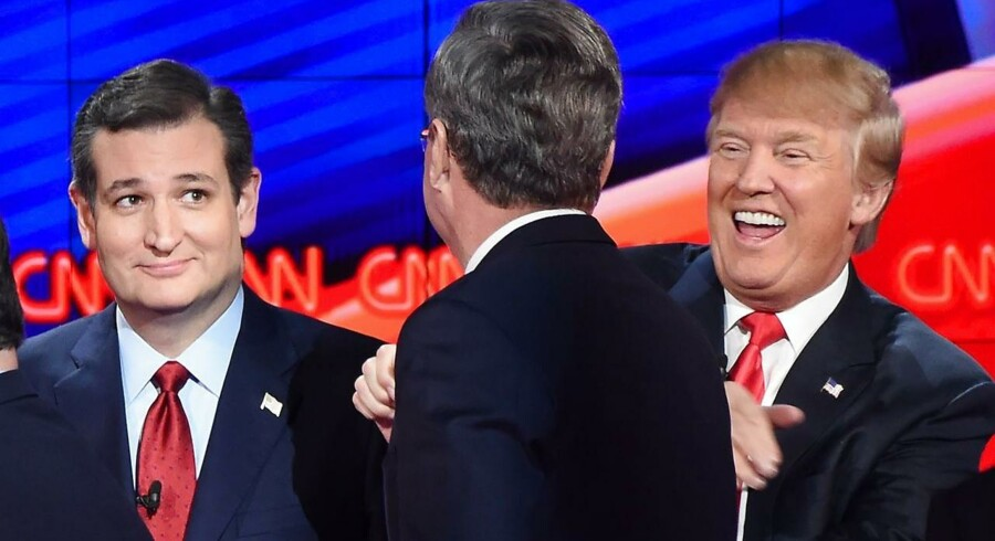 Ted Cruz, Jeb Bush og Donald Trump under den republikanske tv-debat i nat.
