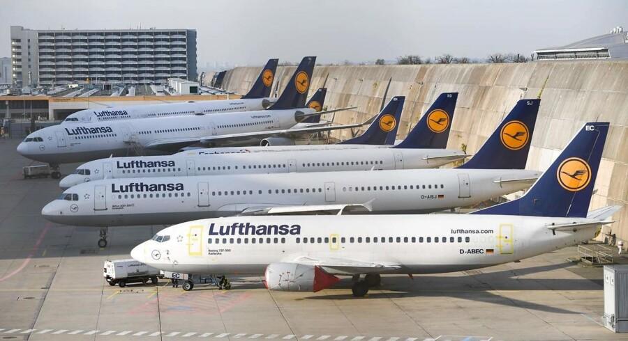 Fredag har Lufthansa været nødt til at aflyse 830 planlagte afgange med konsekvenser for 100.000 rejsende.