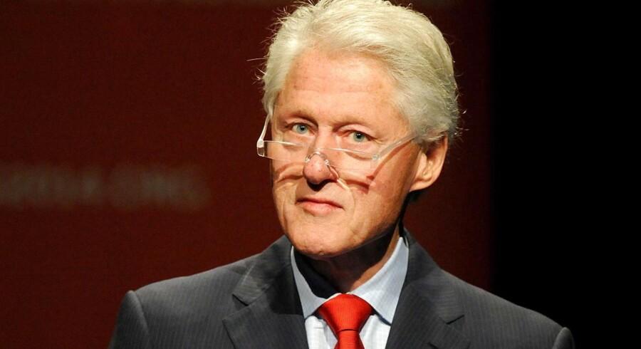 »Jeg fik ham næsten. Og jeg kunne have dræbt ham, men så ville jeg have været nødt til at ødelægge en lille by ved navn Kandahar i Afghanistan og dræbe 300 uskyldige kvinder og børn, og så ville jeg ikke have været bedre end ham. Så jeg gjorde det ikke,« siger Clinton i programmet.