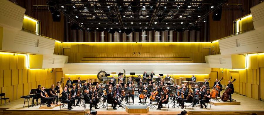 Sønderjyllands Symfoniorkester blev grundlagt i 1936 og optaget som landsdelsorkester i 1963. Orkestret har i dag 57 fastansatte musikere - det er det absolut minimale og godt halvdelen af det optimale antal. Den varslede besparelse kan nedbringe antallet yderligere. Foto: PR