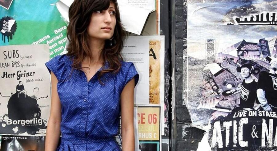 Kunstneren Firoozeh Bazrafkan langer hårdt ud efter Yahya Hassans overfaldsmand.