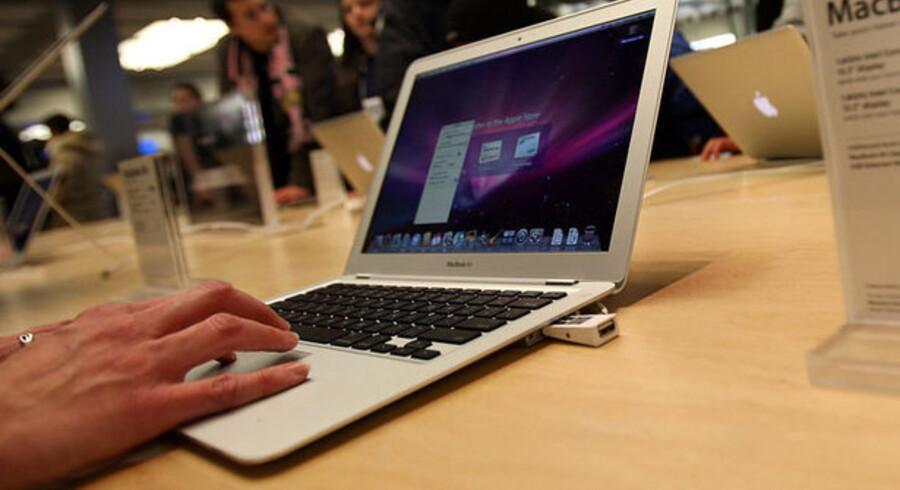 Apple har et godt salg af bærbare computere. Derimod går salget af stationære og af iPod-musikafspillerne tilbage. Foto: Spencer Platt, AFP/Scanpix