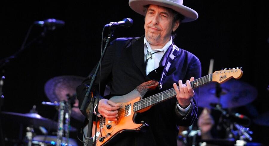 Bob Dylan besøgte Operaen på Holmen torsdag aften. Foto var ikke tillandt. Her ses han ved en koncert i Carhaix-Plouguer i 2012