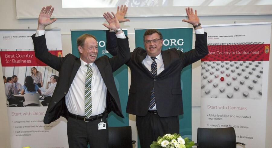 Borgmester Torsten Nielsen og Handels- og udviklingsminister Mogens Jensen var begejstrede for Apples investering i byen, men Dansk Erhverv mener ikke, der er nok udenlandske investeringer i Danmark.