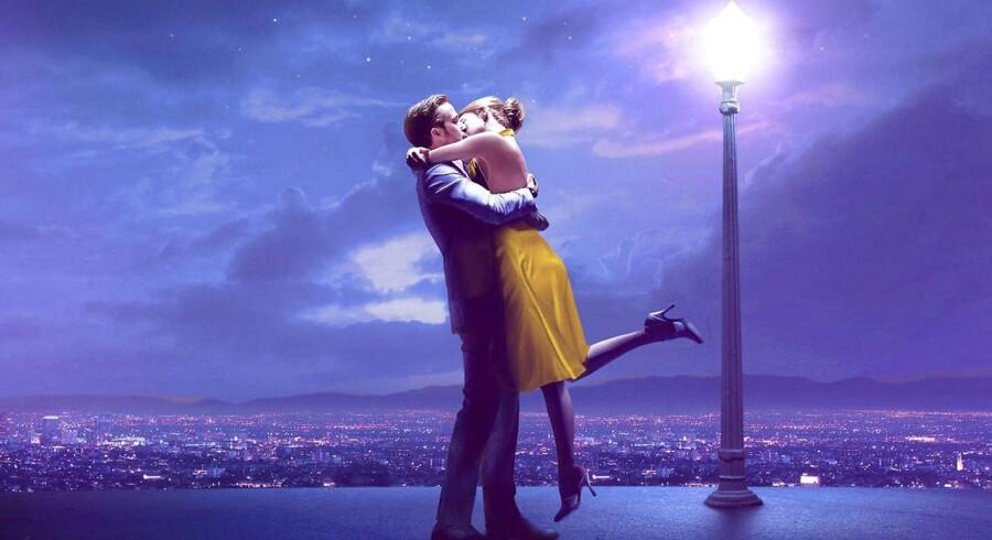 Oscar-favoritten »La La Land« får lutter topkarakterer af de danske anmeldere. En genre er genfødt, lyder det.