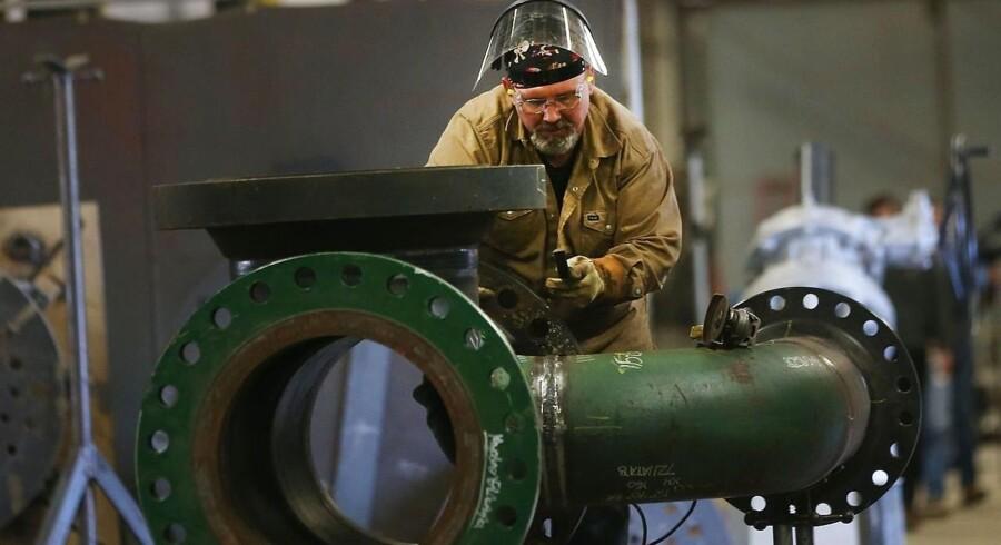 Samlet faldt arbejdsløsheden til 4,9 pct. fra 5 pct. Økonomerne havde forudset dykket og estimerede netop en arbejdsløshed på 4,9 pct.