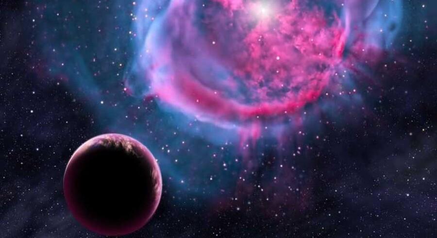 Sådan kunne der se ud ude omkring den jordlignende planet Kepler 438b, der svæver ret tæt omkring en svag, rød stjerne ca. 470 lysår borte. Kepler 438b er kun lidt større end Jorden, en smule varmere og formentlig klippeagtig. Om ti-15 år vil videnskaben måske kunne afgøre, om den også huser liv.