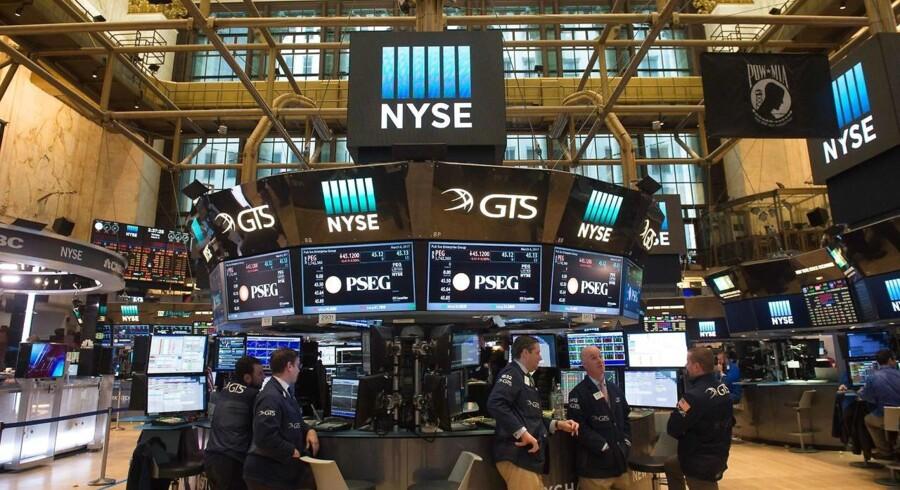 Arkivfoto. De amerikanske aktier lukkede lavere tirsdag og blev trukket ned af fald i farma- og energisektoren, hvilket pressede såvel S&P 500 som Dow Jones tilbage for anden dag i træk.