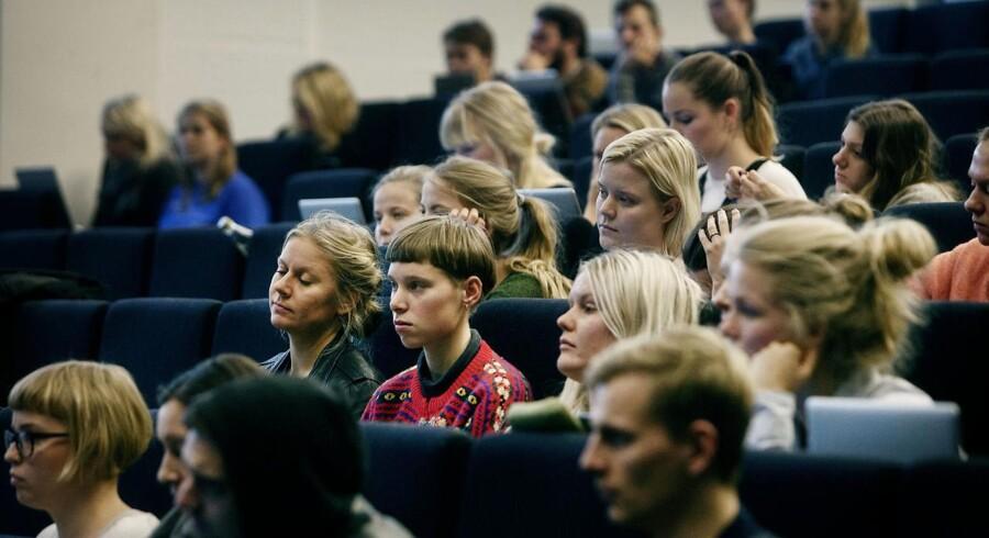 Uddannelses- og forskningsminister, Ulla Tørnæs, ønsker radikale ændringer på de videregående uddannelser. Her forelæsning i dansk på Institut for nordiske studier og sprogvidenskab, Københavns Universitet Amager.