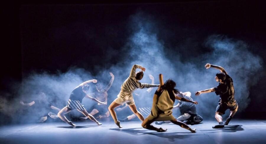 Black Box Dance Company i Edhem Jesenkovics koreografi »Rush« i dobbeltforestillingen »Push«. Foto: Michael With