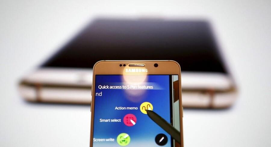 Samsung er verdens største mobilproducent og også den største producent af smartphonetelefoner med Googles styresystem Android, som nu ligger på næsten 85 procent af alle nye telefoner. Arkivfoto: Kim Hong-Ji, Reuters/Scanpix
