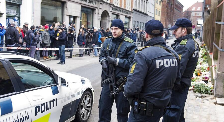 ARKIVFOTO: Det var ved synagogen i Krystalgade, at de to betjente blev vidner til drabet på den jødiske vagt Dan Uzan