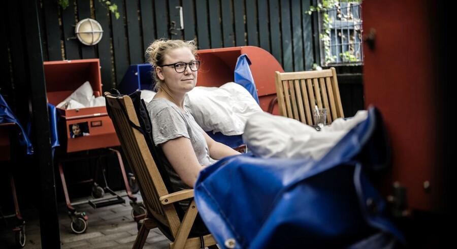 Stine Persson, pædagog i vuggestuen Villa Rose på Østerbro, kan godt huske, hvad dårlig ledelse og mangel på ansvar gjorde ved hende på tidligere arbejdspladser: »Jeg meldte mig syg med ondt i hovedet eller ondt i storetåen - jeg var syg præcis det antal dage, jeg måtte.«