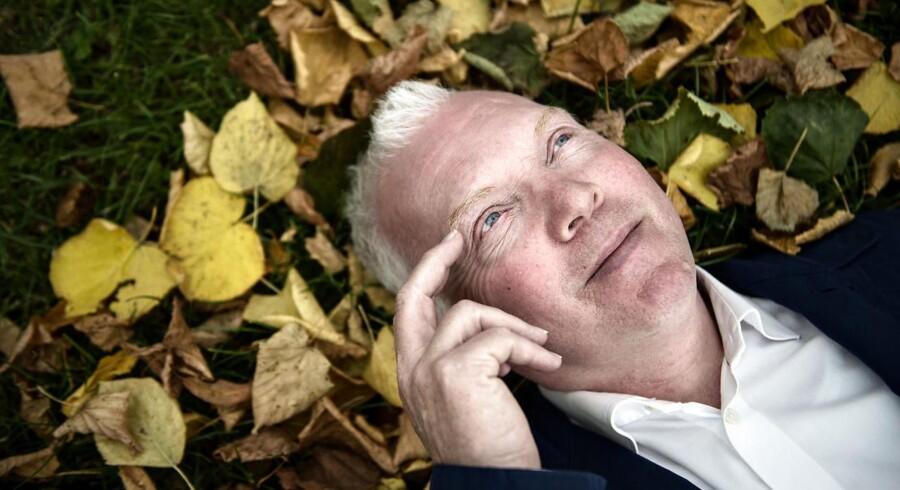 Søren Dahl var gennem 14 år én af DRs mest populære radioværter medprogrammet »Café Hack«, hvor han hver søndag formiddag talte om løst og fast med kendte danskere.