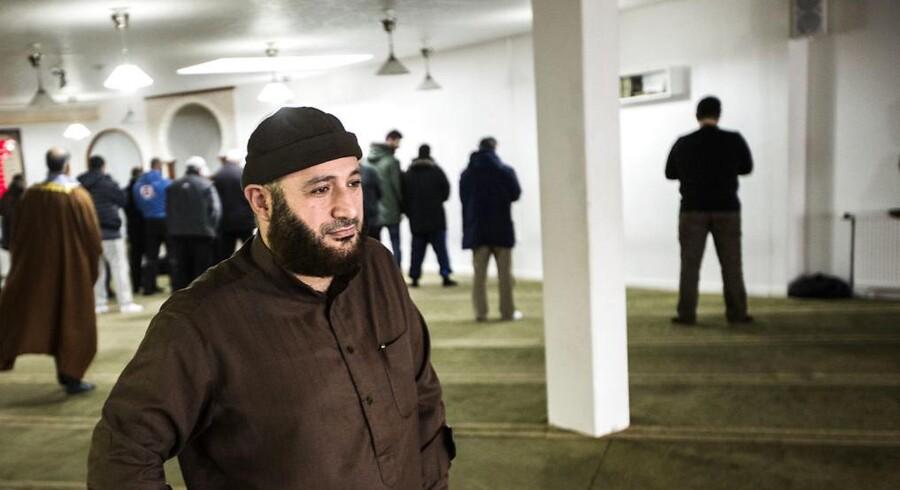 Det krænker religionsfriheden, når danske politikere vil blande sig i, hvad der bliver undervist i i Grimhøj-moskéen, siger formanden.