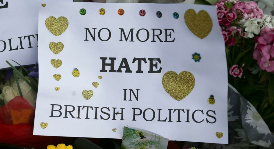 »Debatten om EU-folkeafstemningen er fra uge til uge blevet skærpet med personangreb og hårde beskyldninger på et niveau, som har været usædvanligt selv for den traditionelt benhårde politiske tone.«