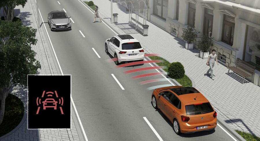 Blandt de aktive sikkerhedssystemer, som EU vil gøre obligatoriske i alle nye bilmodeller fra 2021 er udvidet automatisk nødbremse, som tager højde for både biler og bløde trafikanter