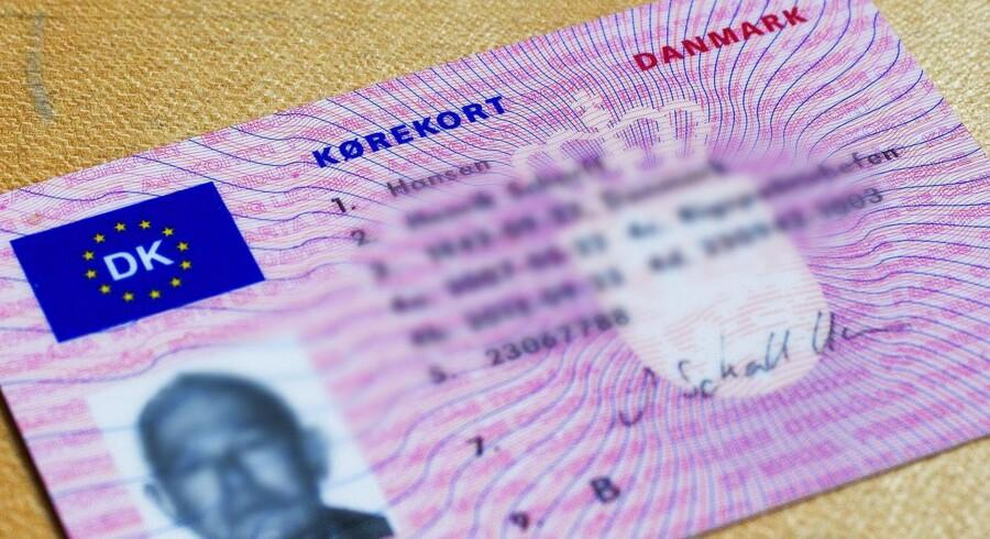 Mænd fra rockermiljø snød sig til lån med falske kørekort.