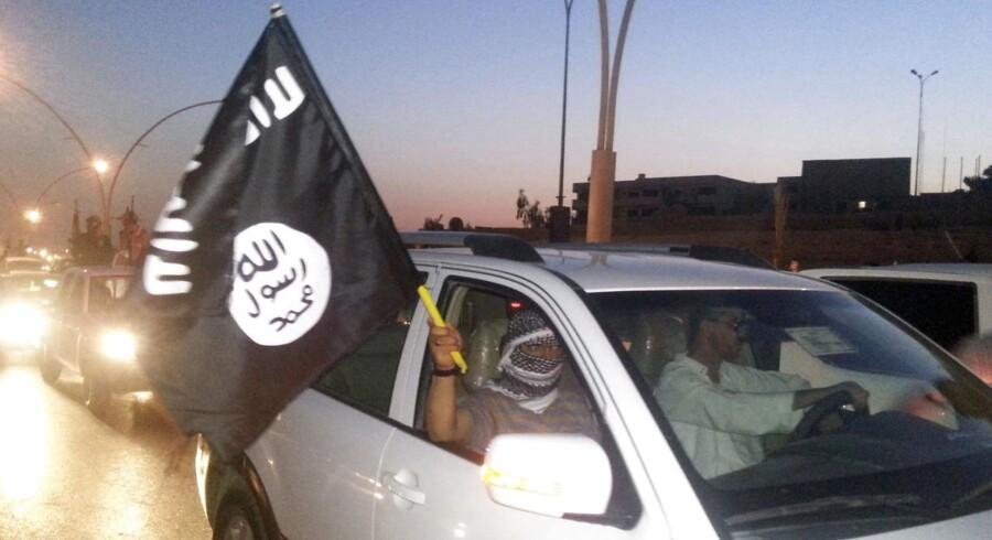 Arkivfoto: Omkring 100 bevæbnede jihadister fra IS befinder sig i Manbijs centrum og bruger civile som menneskelige skjolde.