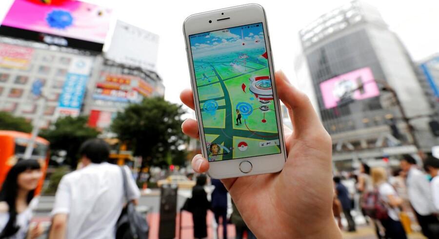 Det populære spil Pokémon Go har skabt en mindre folkevandring på gader og stræder. Men jagten kan ende med bødestraf.